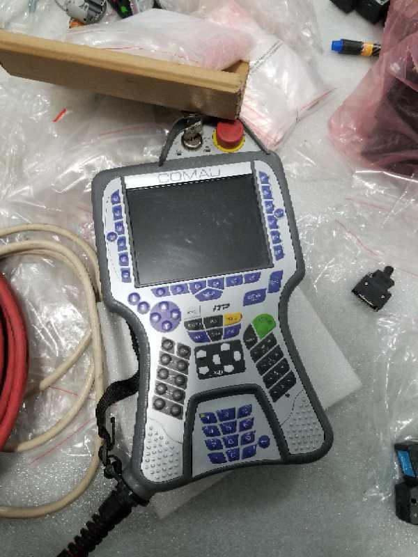 柯马机器人示教器1.jpg